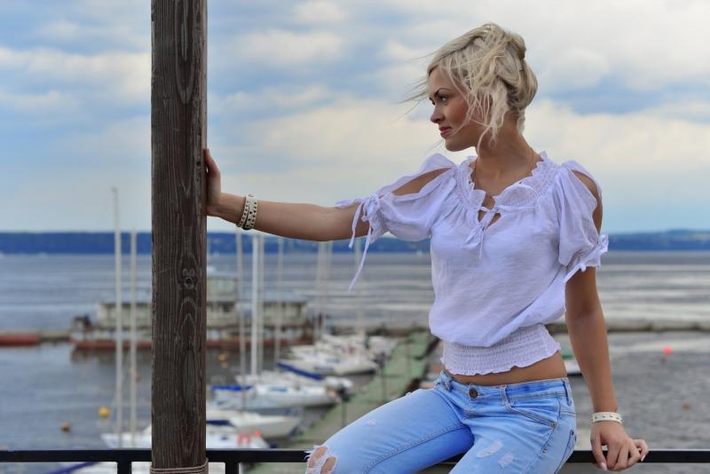 Blonde-in-Profile